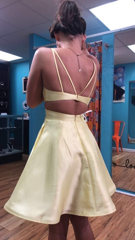 Alyce Paris Yellow Size 0 Homecoming Straight Dress on Queenly