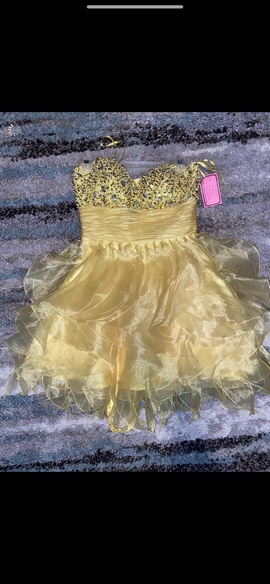 Queenly size 4  Yellow Cocktail evening gown/formal dress
