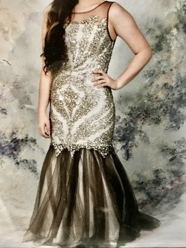 Nude Size 8 Mermaid Dress on Queenly