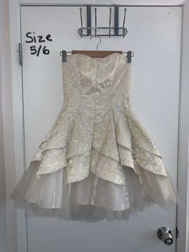 Masquerade Gold Size 6 Mini Homecoming Cocktail Dress on Queenly