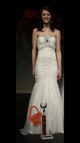 Queenly size 00  White Mermaid evening gown/formal dress