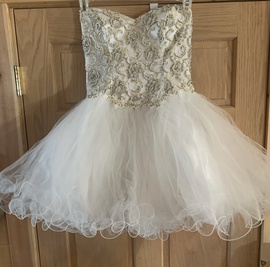 Queenly size 6  White Cocktail evening gown/formal dress