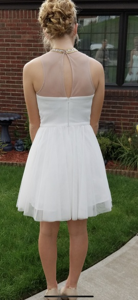 White Size 6 Cocktail Dress on Queenly
