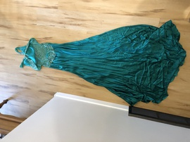 Jovani Green Size 4 Backless Straight Dress on Queenly