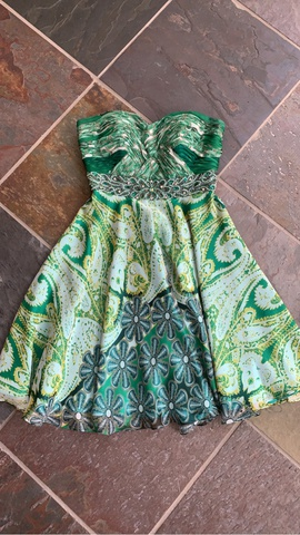 Queenly size 4 Tony Bowls Green Cocktail evening gown/formal dress