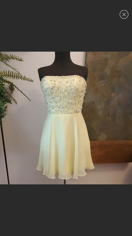 Queenly size 6  Yellow A-line evening gown/formal dress