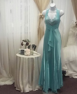 Queenly size 6 Milano Formals Green Straight evening gown/formal dress