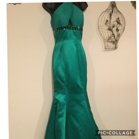 Queenly size 0 Sherri Hill Green Train evening gown/formal dress
