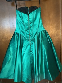 Sherri Hill Green Size 2 Silk Cocktail Dress on Queenly