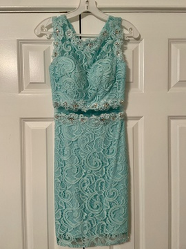 Dancing Queen Green Size 0 Sheer Cut Out Lace Cocktail Dress on Queenly