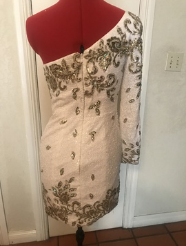Tony Bowls White Size 0 One Shoulder Long Sleeve Cocktail Dress on Queenly