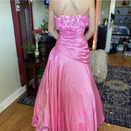 Tony Bowls Pink Size 6 Pageant Ball gown on Queenly