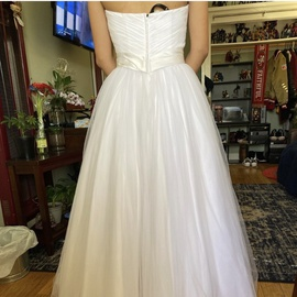 Oleg Cassini White Size 6 Ball gown on Queenly