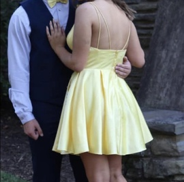 Sherri Hill Yellow Size 8 Homecoming Plunge Cocktail Dress on Queenly