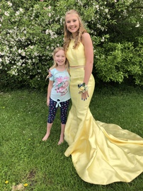 Queenly size 0 Sherri Hill Yellow Mermaid evening gown/formal dress