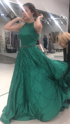Sherri Hill Green Size 4 Emerald Halter Ball gown on Queenly