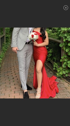 Queenly size 0 Jessica Angel Red Side slit evening gown/formal dress