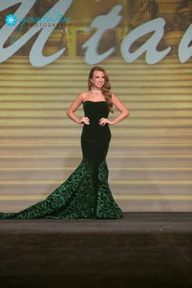 Queenly size 0  Green Mermaid evening gown/formal dress