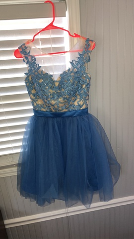Dylan Queen Blue Size 00 Lace Homecoming Ball gown on Queenly