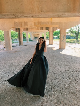 Jovani Black Size 2 Train Dress on Queenly