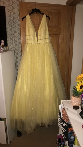 Sherri Hill Yellow Size 12 Prom Plunge Plus Size Ball gown on Queenly