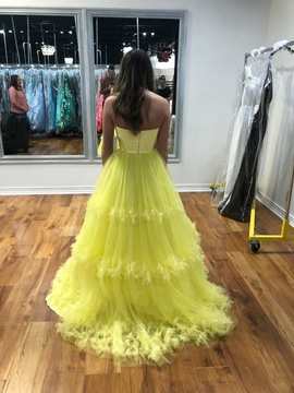 Yellow Size 00 Ball gown on Queenly