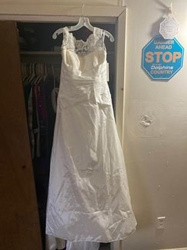 Queenly size 00 Davids Bridal White Straight evening gown/formal dress