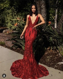 A&N Luxe Label Red Size 0 Backless Train Dress on Queenly