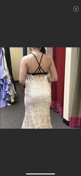 Mori Lee White Size 10 Wedding Straight Dress on Queenly