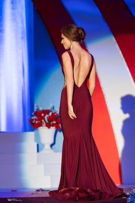 Jovani Red Size 0 Backless Train Dress on Queenly