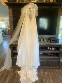 Kleinfeld White Size 18 Wedding Train Dress on Queenly