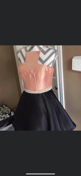 Ashley Lauren Multicolor Size 0 Belt Halter Cocktail Dress on Queenly