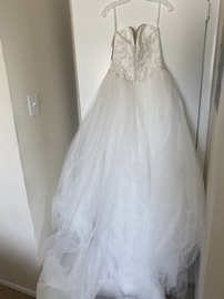 David's Bridal White Size 8 Wedding Sweetheart Strapless Ball gown on Queenly