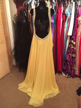 Blush Yellow Size 6 Sweetheart Backless Train Dress on Queenly