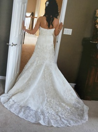 Watters bridal White Size 6 Strapless Sweetheart Train Lace Mermaid Dress on Queenly