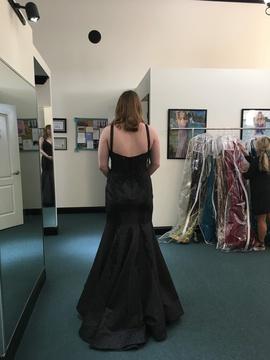 Ellie Wilde Black Size 10 Prom Plunge Mermaid Dress on Queenly