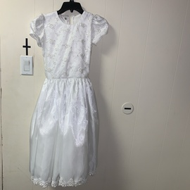 Queenly size 6  White A-line evening gown/formal dress