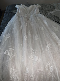 Oleg Cassini White Size 12 Wedding Lace Ball gown on Queenly