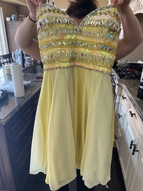 Queenly size 6 Tony Bowls Yellow Cocktail evening gown/formal dress