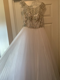 Queenly size 6 Sherri Hill White A-line evening gown/formal dress