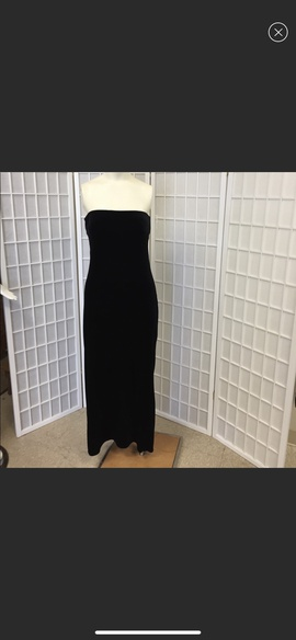 Queenly size 8 Onyx Nite Black Straight evening gown/formal dress
