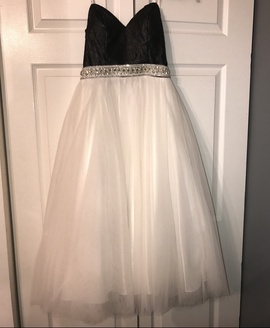Queenly size 0  White Cocktail evening gown/formal dress