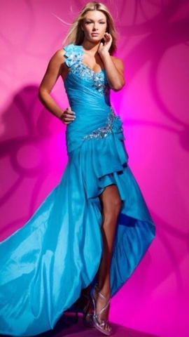 Queenly size 6 Tony Bowls Blue Train evening gown/formal dress