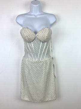 Vienna White Size 2 Vienne Homecoming Cocktail Dress on Queenly