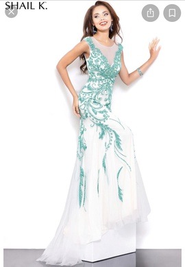 Queenly size 4  White Mermaid evening gown/formal dress