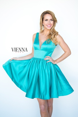 Style 6023 Vienna Green Size 00 Plunge Interview Cocktail Dress on Queenly