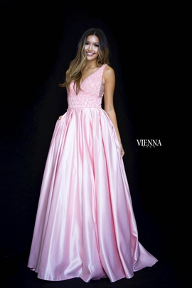 Style 7802 Vienna Light Pink Size 0 Plunge Ball gown on Queenly