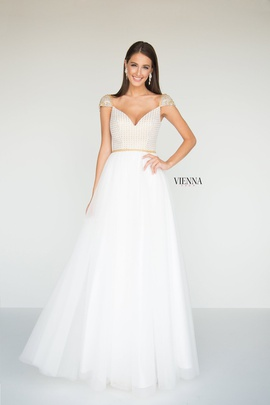 Queenly size 00 Vienna White Ball gown evening gown/formal dress