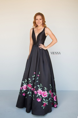 Queenly size 12 Vienna Black A-line evening gown/formal dress