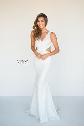 Queenly size 00 Vienna White Mermaid evening gown/formal dress